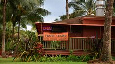 The best places to eat in Kauai for every budget, from roadside stands to gourmet Kauai restaurants. We'll also share where to find the best shave in Kauai! Best Places To Eat, Places To Visit, Kauai Things To Do, Kauai Restaurants, Best Shave, Fruit Stands, Heaven On Earth, Love And Marriage, The Good Place