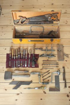 Woodworking At Home, Antique Woodworking Tools, Antique Tools, Old Tools, Vintage Tools, Old Tool Boxes, Wood Tool Box, Wooden Tool Boxes, Workshop Storage