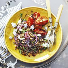 Lentils Recipe - Lentils with tomatoes and gorgonzola - Allerhande Netherlands Lentil Recipes, Salad Recipes, Vegetarian Recipes, Healthy Recipes, Otto Lenghi, Happy Foods, Middle Eastern Recipes, Lunches And Dinners, Soul Food
