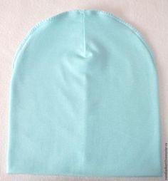 В своем мастер-классе я хотела бы Вам рассказать о том, как сшить такую необходимую вещь в гардеробе, как трикотажная шапочка, или как ее еще называют шапка-носок, быстро и легко. Как говорится, шапок много не бывает. Для изготовления шапочки понадобится: 1) Ткань трикотажная 2) Нитки 3) Ножницы 4) Выкройка 5) Швейная машинка Сразу уточняю! Так как шапочку шьем двухслойную (на холодную ос…