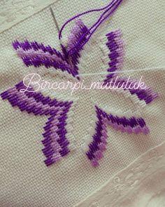 Huzurlu aksamlar olsun🙏 işlemekten keyif aldığım bi model.her renkte de ayrı bi güzel oluyor.işledikçe guzellesiyor.👍👍 Yeni siparişler yeni güzellikler.bana kolay gelsin ozaman😉😉 Hardanger Embroidery, Indian Embroidery, Learn Embroidery, Ribbon Embroidery, Embroidery Patterns, Bordado Tipo Chicken Scratch, Bargello Needlepoint, Contemporary Embroidery, Easy Stitch