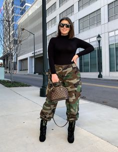 Camo Jeans Outfit, Camo Dress, Camo Outfits, Camo Pants, Casual Outfits, Winter Fashion Outfits, Autumn Winter Fashion, Fashion Fashion, Military Pants