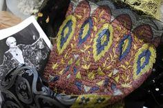 Le 24 novembre 2014, une broderie de la maison Lesage dans les ateliers Chanel à Pantin, au nord de Paris © Stéphane de Sakutin AFP www.lepoint.fr/culture/les-metiers-d-art-de-chanel-en-vedette-a-salzbourg-garants-de-l-avenir-des-collections-02-12-2014-1886258_3.php
