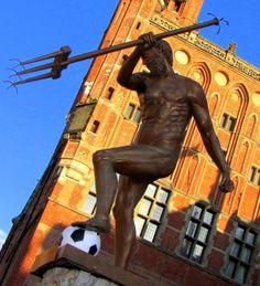 Neptun - symbol Gdańska. Fot. radio RMF FM Statue Of Liberty, Poland, History, Liberty Statue, Ignition Coil