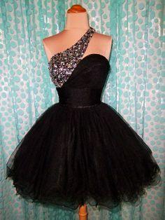 Black poofy short dress | Fashion Make Over