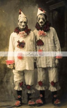 Print and hang creepy vintage circus photos. 17 Things For An American Horror Story Freak Show Halloween Party Gruseliger Clown, Circus Clown, Creepy Clown, Circus Theme, Creepy Circus, Scary Clown Costume, Circus Art, Circus Birthday, Birthday Parties