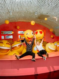 Museum of Selfies Hollywood Indoor Play Places, Selfies, Kids Indoor Playground, Kids Cafe, Vintage Diner, Cool Office Space, Experiential, Installation Art, Photo Book