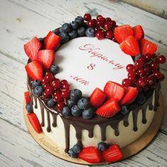 """Торт """"Колибри"""" с прослойкой из орехового пралине ••• вес 1,5 кг ••• Чтобы сделать заказ и уточнить все детали пишите в WhatsApp (+7965O514O19) или VK (vk.com/kravets_cakes) #торт #cake #тортсягодами #тортбезмастики #тортнапраздник  #тортспб #тортприморскийрайон #торткомендантскийпр #тортназаказспб  #моредесертов #домашнийторт # #домашнийкондитер  #тортнаденьрождения #foodporn #homebakery  # #homebakery #kravetscakes #чизкейк  #cheesecake #russiancake  #berrycake #cakeart #orderacake #ca..."""