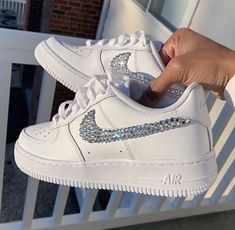 Cute Sneakers, Girls Sneakers, Sneakers Nike, Snicker Shoes, Nike Original, Baskets, Nike Shoes Air Force, Nike Gold, Hype Shoes