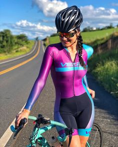 Why Mountain Bike Shoes? Road Bike Women, Bicycle Women, Bicycle Girl, Pedal, Cycling Girls, Sporty Girls, Bicycle Design, Cycling Outfit, Cycling Clothes