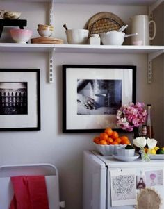 open kitchen shelving by sifueraunanimalseriaunerizo