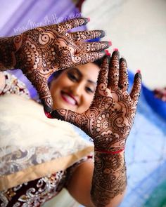 Indian Bridal Photos, Indian Wedding Poses, Pre Wedding Poses, Mehendi Photography, Indian Wedding Couple Photography, Bride Photography, Tattoo Mama, Bride Poses, Bridal Photoshoot