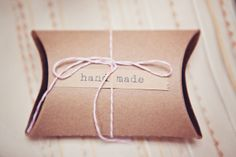 Loving these sweet favors tied up with string. Photography by lindseycahillphotography.com