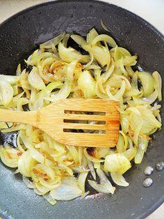 sio-smutki! Monika od kuchni: Karkówka duszona z cebulą Cabbage, Meat, Chicken, Vegetables, Food, Essen, Cabbages, Vegetable Recipes, Meals