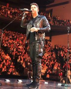 Black Leather Biker Jacket, Leather Trousers, Leather Boots, Leather Jackets, Leder Outfits, Nick Jonas, Famous Men, Celebs, Celebrities