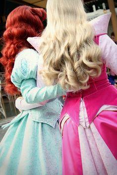 Ariel and Aurora, Disney World face characters. Love their hair Disneyland Princess, Tokyo Disneyland, Disney Girls, Disney Love, Disney Stuff, Walt Disney World, Disney Pixar, Disney Nerd, Disneyland Face Characters