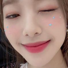 Extended Play, Your Girl, My Girl, Chuu Loona, Idol, Eye Circles, Olivia Hye, Sooyoung, Korean Girl Groups