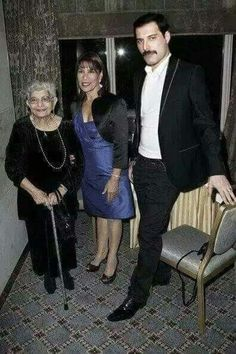 Freddie Mercury with Mom & sister Freddie Mercury Quotes, Queen Freddie Mercury, Brian May, John Deacon, Roger Taylor, Queen Photos, Somebody To Love, Queen Band, Killer Queen