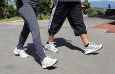 Beneficios corporales de realizar una caminata diaria de 30 minutos: beneficios cardiovasculares, diabetes, accidentes cerebrovasculares e hipertensión arterial. La actividad física moderada ha mostrado beneficios en la osteoporosis, la artritis, las caídas en los ancianos, y también efectos sobre el peso y los lípidos aunque más modestos. Además, es buena para la mente, ya que hay cierta evidencia de que el ejercicio moderado ayudaría en la depresión y en ciertos estados de ansiedad.