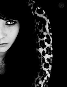 Dark , Girl, black, white, portrait, middle, meta' , viso, sguardo, occhi