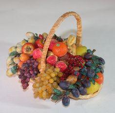 Corbeille de fruits en rafia et Fimo échelle 1/12ème (5 cm )