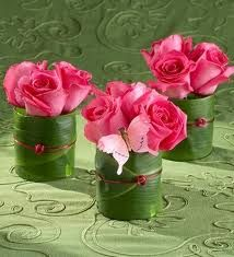 Wedding flower centerpieces - leaf wrap on the outside of the vase. Tie in the linen colors with colored wire or ribbon - Beautifull Flowers 2011 Pink Rose Bouquet, Rose Wedding Bouquet, Wedding Flowers, Deco Floral, Arte Floral, Floral Design, Flower Centerpieces, Flower Decorations, Wedding Centerpieces
