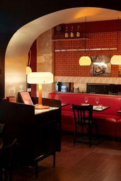 Un restaurant : Unico rue Amélie http://www.vogue.fr/culture/l-agenda-de-la-semaine/diaporama/les-bons-plans-sortie-de-la-semaine-du-25-mai-2015/20639/carrousel#un-restaurant-unico-rue-amlie