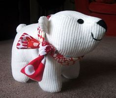 This is so adorable and looks like something fun for me to make. FREE Polar Bear Cub Plush Toy Pattern and Tutorial
