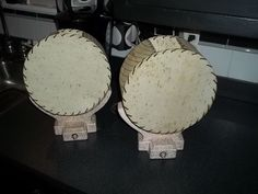 MATCHING PAIR * RETRO * VINTAGE 1950s TABLE LAMPS w/ LACED FIBERGLASS SHADES