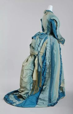 Visiting Dress, Wien Museum Reception and visiting outfits were required in the early afternoon. A small train was conditional. This dress, in shades of blue, with pleats on the sleeves and a narrow waistline, is an example for the time of the bustle. 1870s Fashion, Edwardian Fashion, Vintage Fashion, Dress Fashion, Fashion Fashion, Vintage Outfits, Vintage Gowns, Vintage Hats, Victorian Costume