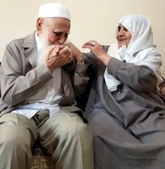 Cute Muslim Couples, Old Couples, Cute Couples Goals, Wedding Couples, Wedding Quotes, Wedding Ideas, Muslim Pictures, Muslim Images, Islamic Pictures