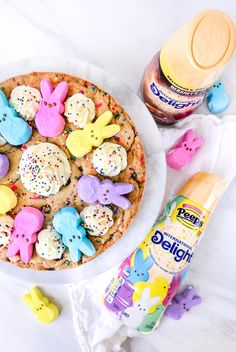 This PEEPS® Cookie Cake is made with a homemade sprinkle chocolate chip cookie & topped with a homemade PEEPS® Sweet Marshmallow Buttercream Frosting & PEEPS® Marshmallows. Hershey Chocolate, Chocolate Caramels, Chocolate Recipes, Chocolate Chip Cookies, Chocolate Strawberry Cake, Spring Desserts, Coffee Creamer, Cookies Ingredients, Cake Tins