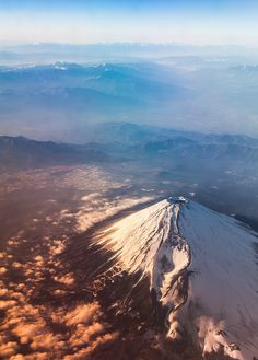 Fuji Sunrise - Aerial perspective (by Hendrik Schicke) Monte Fuji, Places Around The World, Travel Around The World, Around The Worlds, Places To Travel, Places To See, Beautiful World, Beautiful Places, Japanese Travel