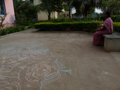 Kolam drawing in Tamil Nadu  by Elise Zoetmulder