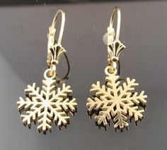 Clean Gold Jewelry, Snowflakes, Gold Rings, Jewels, Snow Flakes, Jewerly, Gemstones, Fine Jewelry, Gem