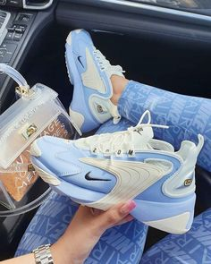 Nike Zoom light blue and white sneakers. Nike Fashion, Sneakers Fashion, Mom Fashion, Korean Fashion, Fashion Beauty, Fashion Goth, Spring Fashion, Womens Fashion, Fashion Trends
