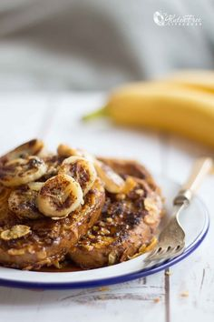 Who doesn't love French toast? I'm sure there's no better breakfast in this world! Couple this traditional, tasty favourite with a crispy cornflake crust, yummy bananas, and natur… Banana French Toast, Lav Fodmap, In This World, Sugar Free, Dairy Free, Tasty, Snacks, Breakfast, Bananas