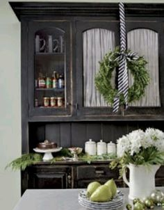 Love this buffet and hutch- for any season!