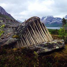 """Mind the Gap"" was a work made by Eva Bakkeslett for the Kjerringøy Land Art Biennale 2015 Outdoor Sculpture, Outdoor Art, Sculpture Art, Metal Sculptures, Abstract Sculpture, Bronze Sculpture, Land Art, Art Et Nature, 3d Foto"