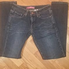 Levi Skinny 503 w/Lycra These are juniors size 7 Long in excellent condition not to mention comfortable and super cute on. Great every day jeans! Levi's Jeans Skinny