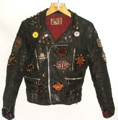 Well decorated and well worn, like it should be. Original rockers jacket at hi-star vintage.