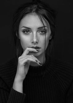 fashion photography poses woman beauty 115 Portrait photography black and white women - Indispensable address of art Foto Portrait, Portrait Photography Tips, Black Photography, Photography Poses Women, Fashion Photography, Portrait Ideas, Portrait Art, Photography Aesthetic, Photography Courses