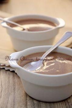 Crème dessert amande châtaigne  ·         50 cl de lait d'amande ·         30 g (2 cuil. à soupe bombées) de farine de châtaigne ·         4 cuil. à soupe de sirop d'agave ·         10 g de chocolat noir