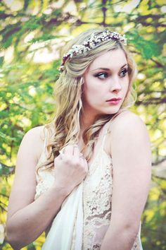 Hey, I found this really awesome Etsy listing at https://www.etsy.com/listing/115583893/woodland-crown-rustic-wedding-headpiece