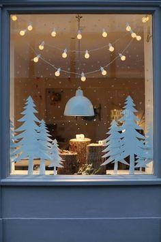 Best christmas lights, christmas home, christmas window display. Best Christmas Lights, Noel Christmas, All Things Christmas, Simple Christmas, Winter Christmas, Window Christmas Lights, Homemade Christmas, Outdoor Christmas, Painted Windows For Christmas