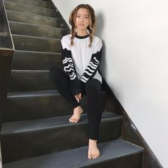 "32.4 mil Me gusta, 91 comentarios - Jenn Im 💓 임도희 (@imjennim) en Instagram: ""Classic stare-down on a stairwell 👁"""
