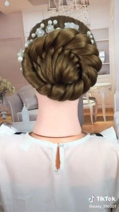 Easy Hairstyles For Long Hair, Diy Hairstyles, Mehndi Hairstyles, Hair Icon, Colored Hair Tips, Latest Hair Color, Hair And Makeup Tips, Natural Hair Styles, Long Hair Styles