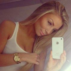 Long Blonde Hair - Makeup