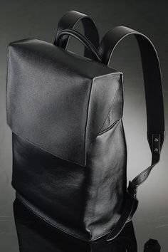 Jay-Z/Barney's A New York Holiday Balenciaga Backpack Cheap Michael Kors, Handbags Michael Kors, Mochila Social, Balenciaga Backpack, My Bags, Purses And Bags, Accessoires Divers, Sac Week End, Herren Style