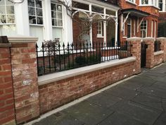 Pretty West London red brick front wall with stone effect caps and iron railings House Front Gate, Garden Front Of House, Front Garden Ideas Driveway, Driveway Entrance, Victorian Front Garden, Brick Wall Gardens, Front Wall Design, Brick Planter, Garden Railings